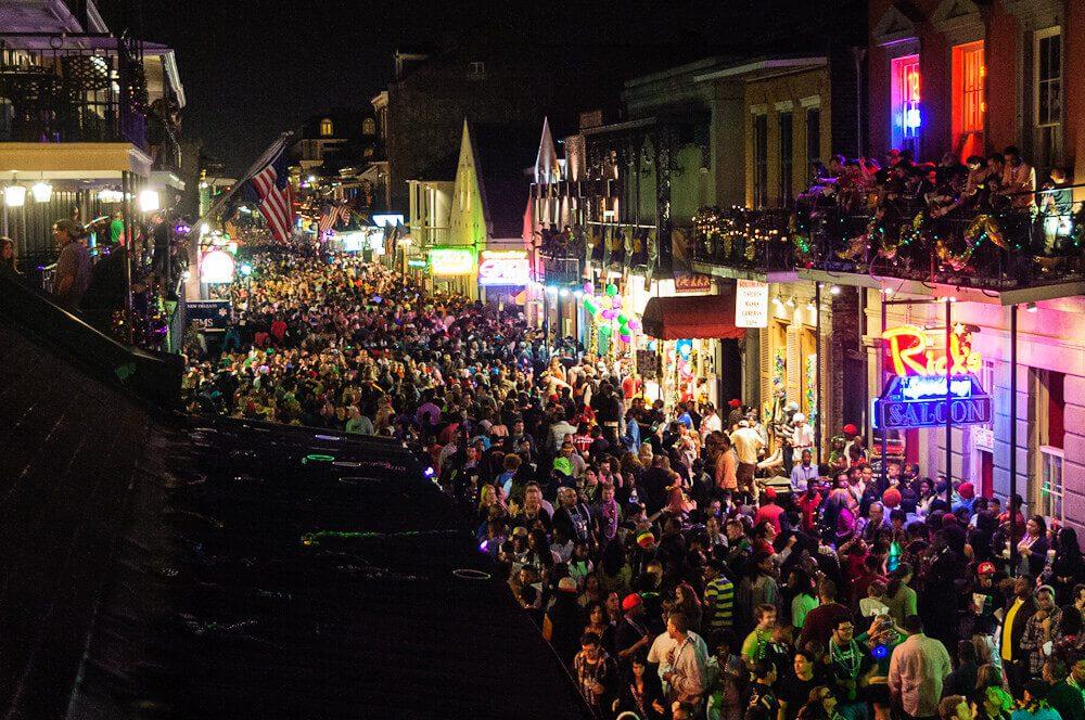 Látogasd meg a Mardi Gras idején a Bourbon Street-et!