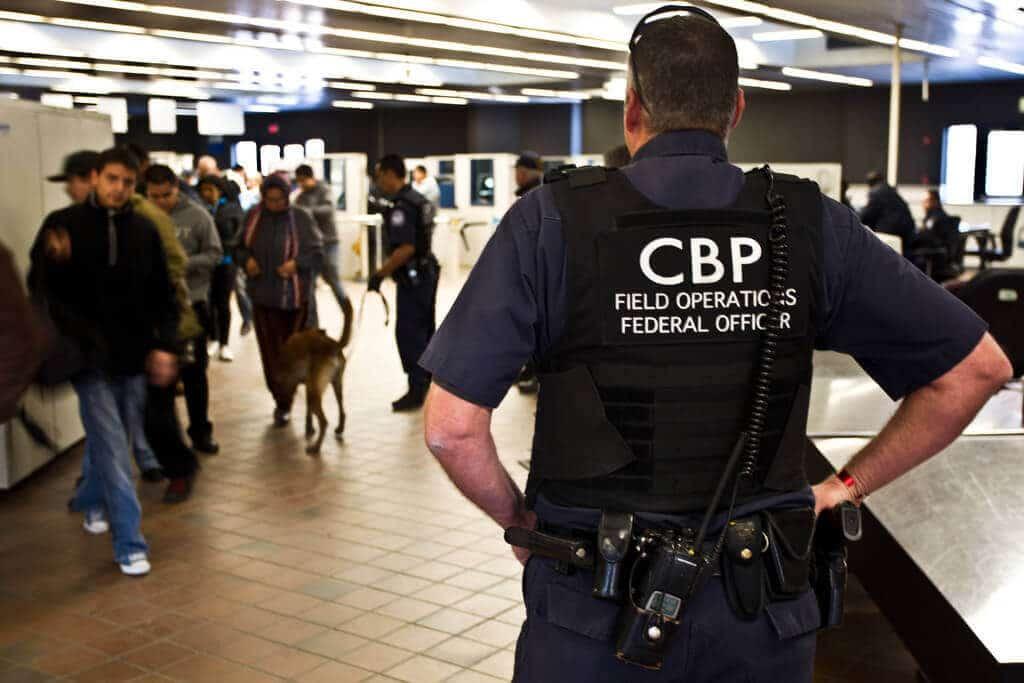 CBP tiszt - Szigorított ellenőrzések az USA-ba való belépésnél