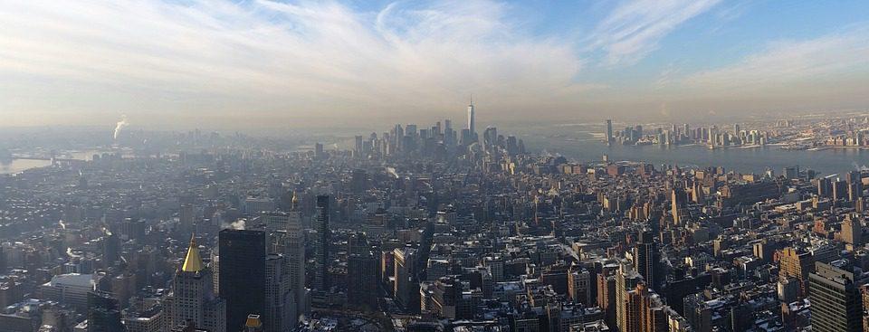 New York, háttérben a Big Apple