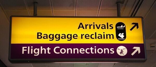 Az átutazó személyek is átesnek vám- és bevándorlási ellenőrzésen