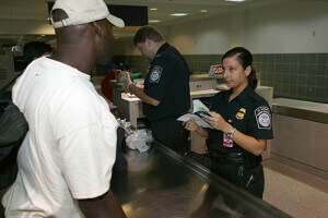 Poggyászellenőrzés az USA-ban - ESTA vízumkérelem