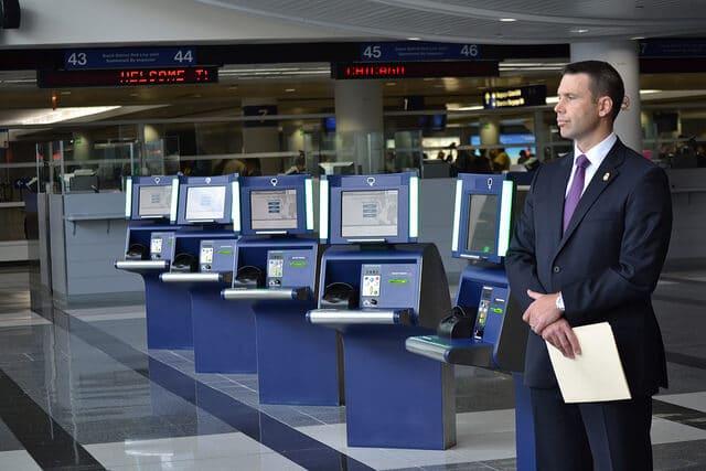 APC: Automatizált Útlevél-ellenőrzés az USA-ban