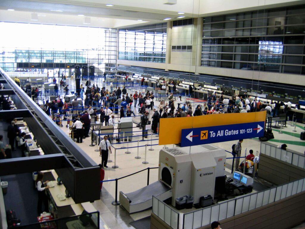 Átszállás a los angelesi nemzetközi repülőtéren (LAX-on)