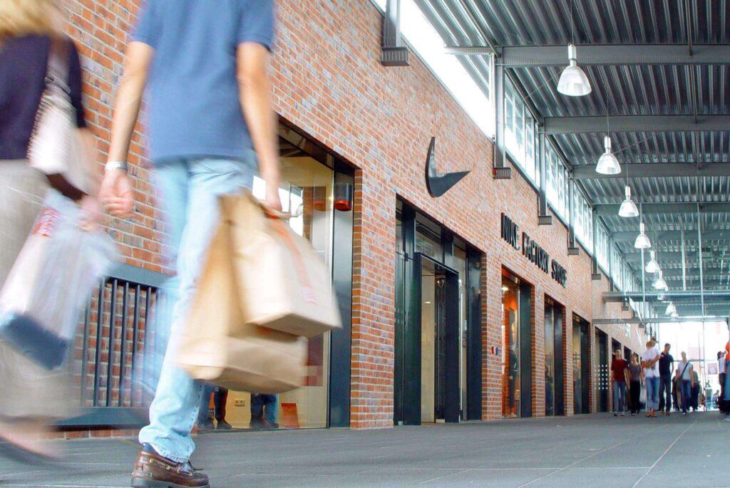 Vásárolj egy Outlet centerben ESTA igénylésével!