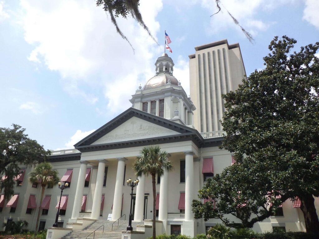 Az Old State Capitol Building és a New Capitol